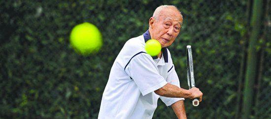 百岁老人上午打网球下午打麻将:偶像费德勒