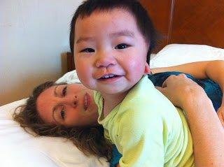 美国奥运跳水冠军领养中国孤儿