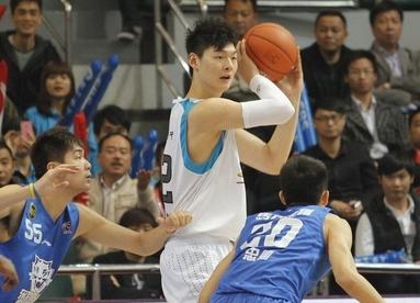 国奥主帅:王哲林很自信,他有一颗大心脏