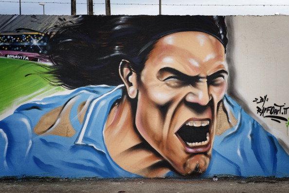 怒吼的卡瓦尼现身那不勒斯的一副墙画
