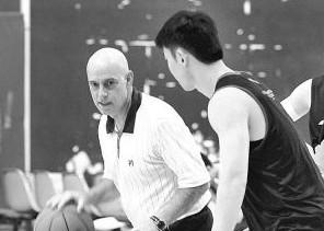鲍德温:对王哲林比较满意,他还在不断提高