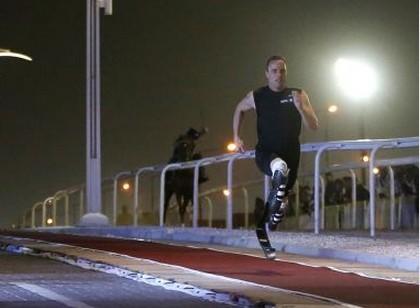 南非刀锋战士400米跑完胜纯种赛马