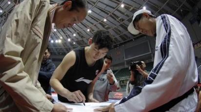 王哲林训练中是队友小弟,生活中是宅男