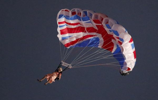 英国年度最火视频:奥运开幕式女王空降上榜