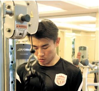 于汉超:中国球员技术不差,差在力量