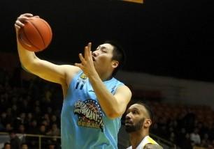 唐正东CBA生涯篮板总数突破4000个