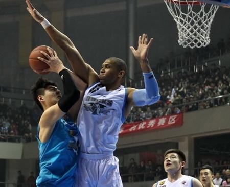 莫里斯赞王哲林:他未来可去NBA发展