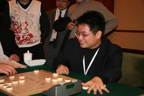 象棋大师蒋川挑战盲棋世界纪录,招22棋手