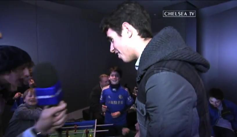 [视频]鲁伊斯奥斯卡率小球迷PK桌上足球