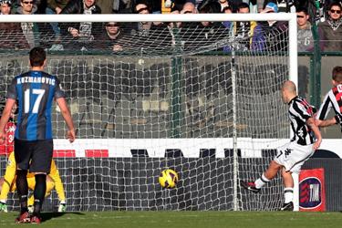 卡萨诺进球齐沃染红,国米1-3锡耶纳