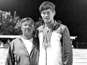 教练朱志根否认孙杨已向其道歉