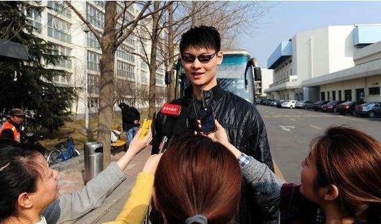 王哲林:以前见到女记者就忘词
