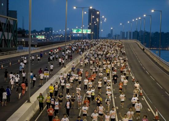 肯尼亚人获香港马拉松赛冠军|多名选手晕倒