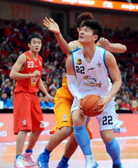 星锐赛南区获胜,王哲林23+18获MVP