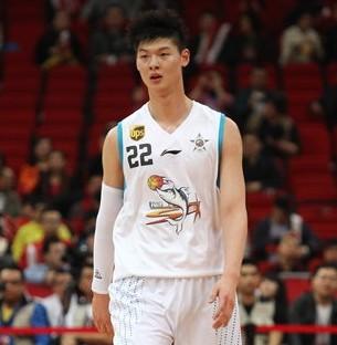 王哲林:谈NBA太早,视姚明为标杆