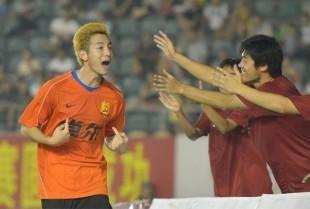 桑托斯谭斯进球,卓尔3比1胜西班牙足协联