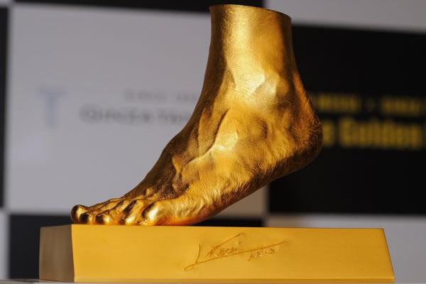 货真价实金左脚!梅西纯金脚模价值400万