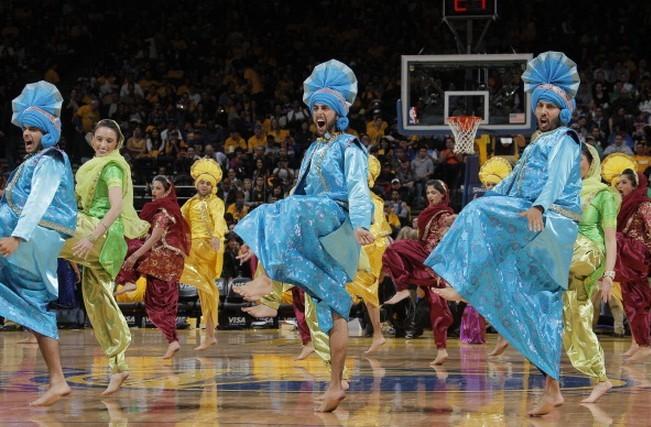 宝莱坞之夜,勇士主场跳起印度舞