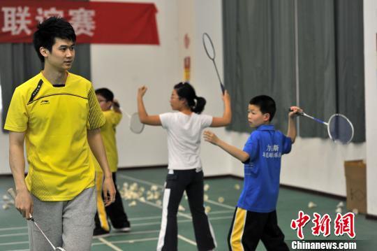 林丹队友在福州用新加坡模式推广羽毛球