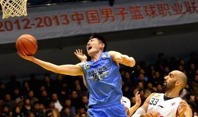 北京球员抱怨裁判:表面占便宜,起势就被吹