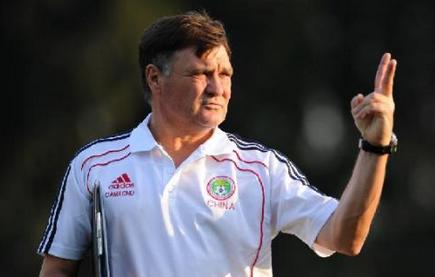 卡马乔:希望俱乐部支持国足的工作