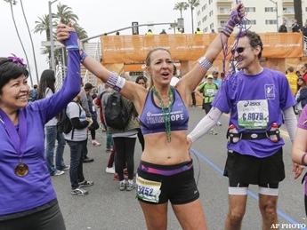 美在职母亲完成一年52次马拉松壮举