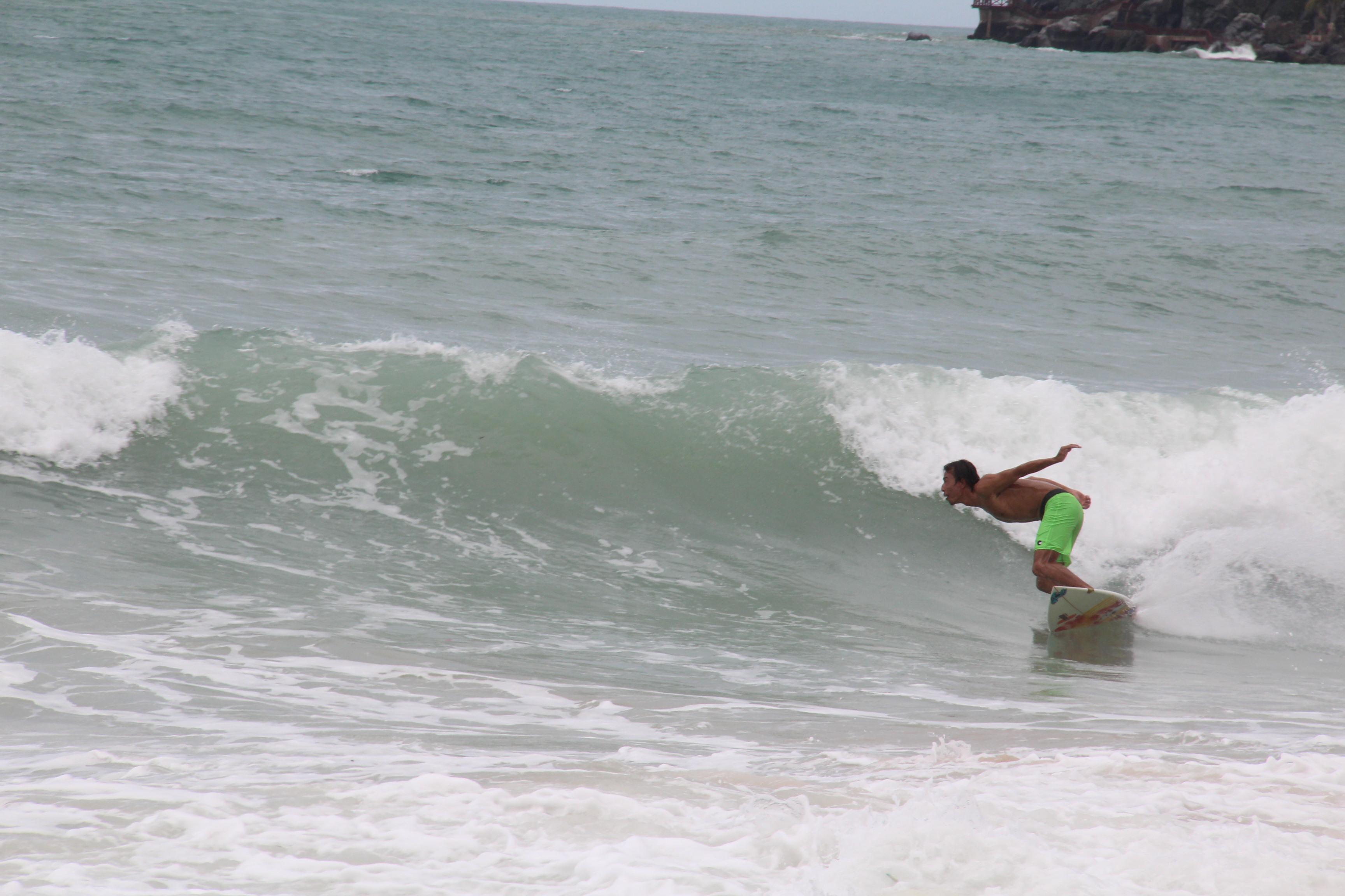 虎扑专访冲浪手铁桩:台风中逐浪的蒙古汉子