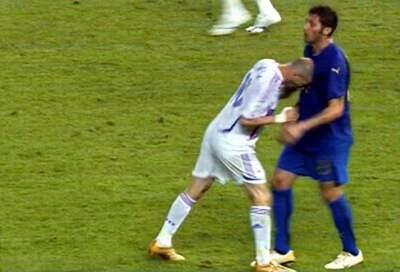 齐达内顶人_06世界杯主裁:从耳机里得知齐达内顶人了_虎扑国际足球新闻