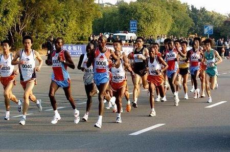 厦马非洲选手包揽双冠,女子破赛会纪录