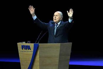 此前布拉特已经公开宣布参加2015年的FIFA总统大选,届时他已经度