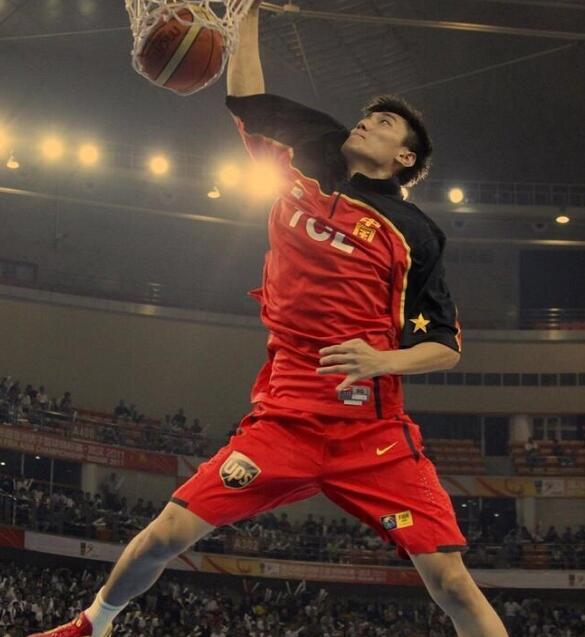张博暗示退役:最美的年华献给了篮球