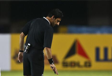 伊拉克主裁判将执法12强赛国足战卡塔尔