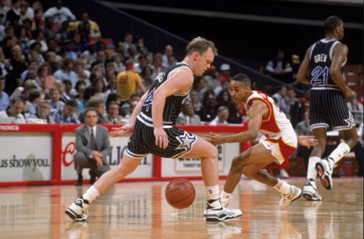 [籃球百科]26年前的今天,斯凱爾斯創單場30助攻神話