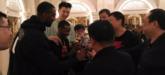 新疆队举办茶话会,布拉奇敬酒李秋平