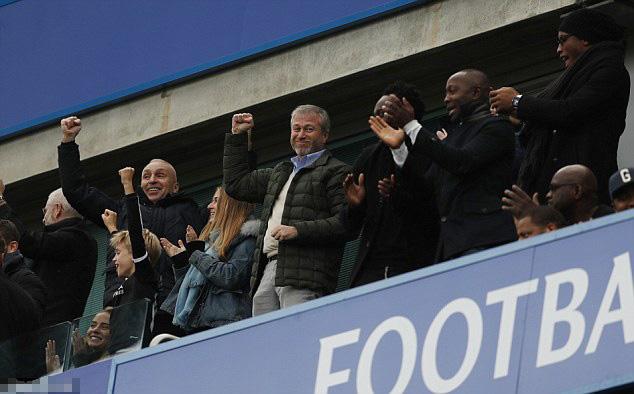 四位切尔西老男孩相聚蓝桥观看比赛