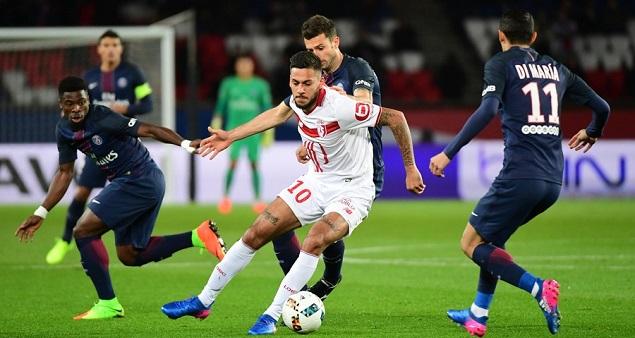 卡瓦尼破门阿雷奥拉送礼小卢卡斯绝杀,巴黎圣日耳曼2-1里尔