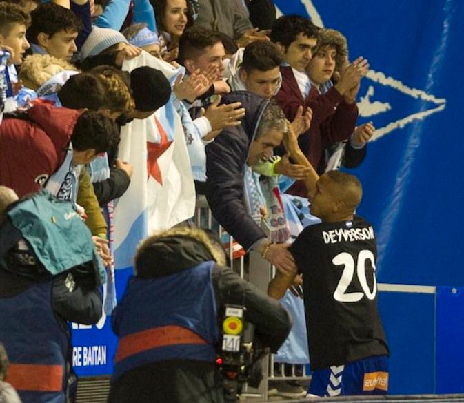 没有失败者,阿拉维斯前锋赛后安慰塞尔塔球迷