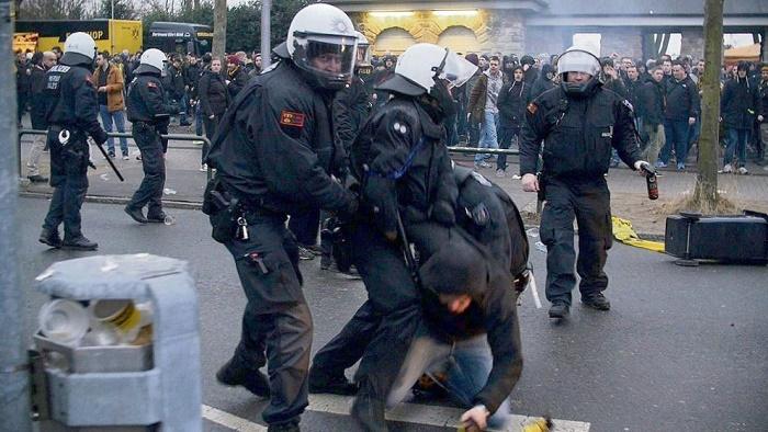 警方:多特极端球迷因暴力事件面临32项刑事诉讼