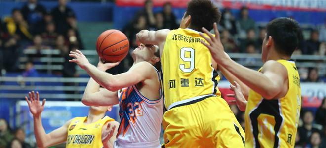 弗雷戴特35+9,上海主场复仇北控