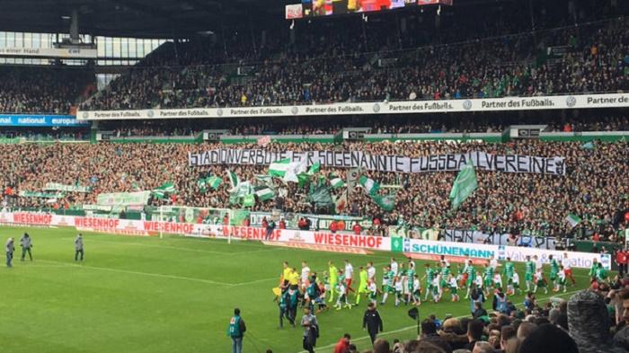不莱梅球迷举标语反对莱比锡:禁止莱比锡入场
