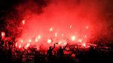 邮报:圣埃蒂安因球迷在老特拉福德燃放烟火被罚