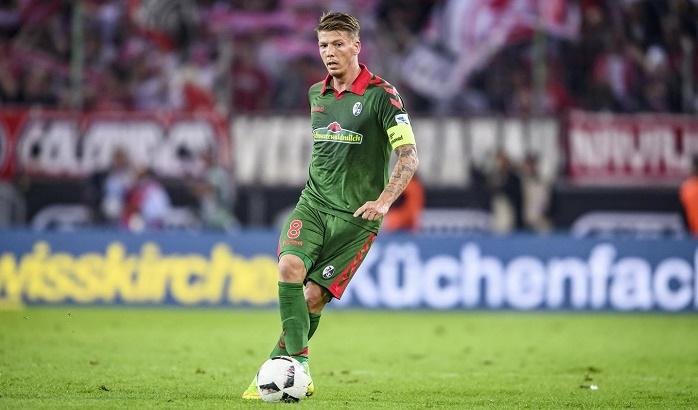 官方:弗赖堡与球队中场弗朗茨完成续约