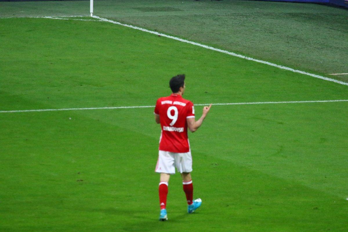 GIF:莱万造点亲自主罚命中,拜仁4-1领先