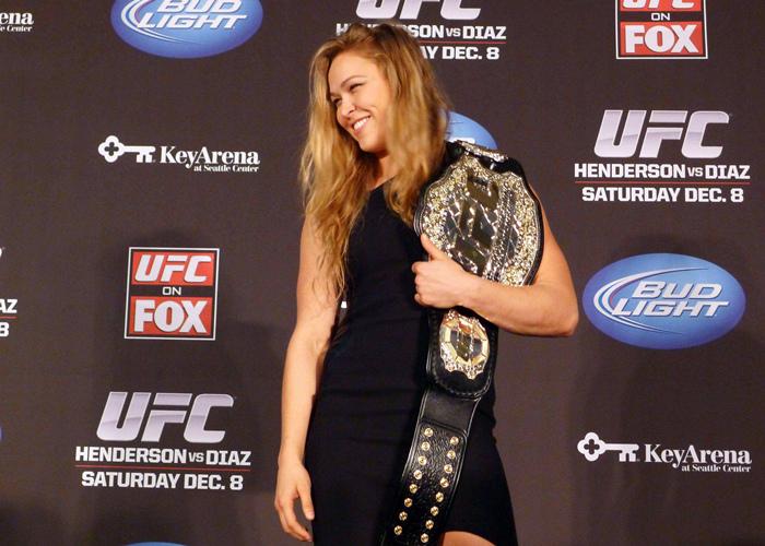 前MMA冠军鲁西宣布将和布朗订婚