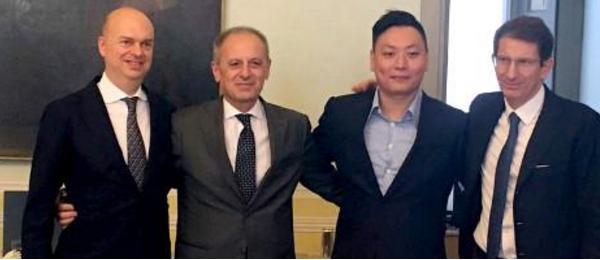 米兰董事韩力造访米兰基地,和法索内会面