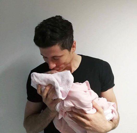 拜仁喜迎婴儿潮!莱万多夫斯基成为父亲