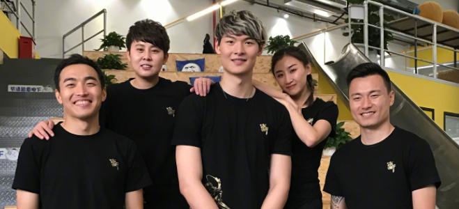 王哲林与郜林、王濛等体育明星共同录制娱乐节目