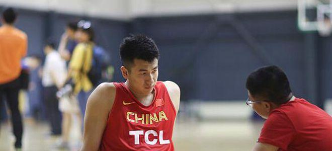 邹雨宸谈参加NBA选秀:会尽力,首先专注训练