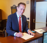 丹尼-安吉的儿子宣布参加犹他州众议员竞选