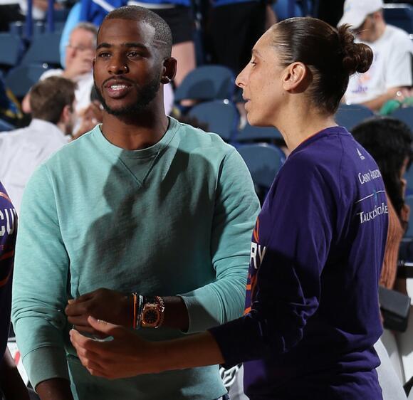 保罗昨日现场观看WNBA比赛